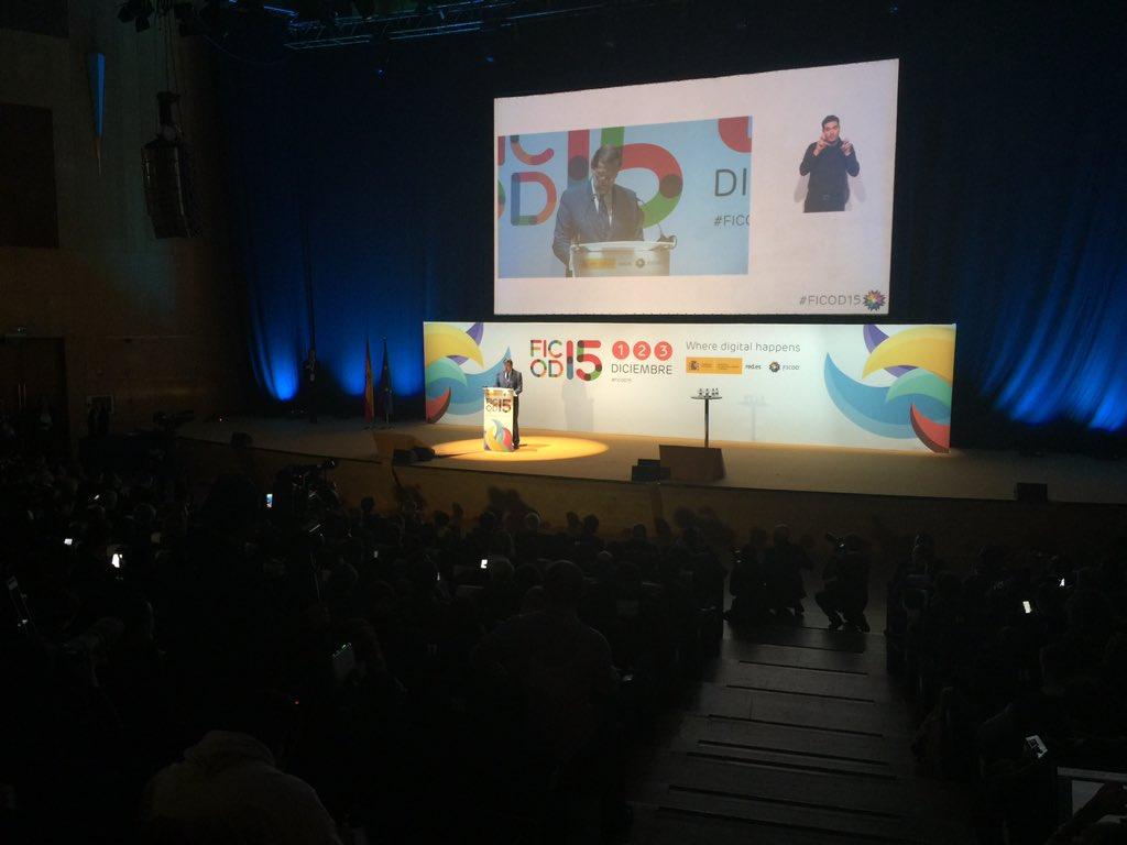 """""""España es el país de Europa donde se ha desplegado más fibra"""" @marianorajoy #FICOD15 https://t.co/meA27Ee6If"""