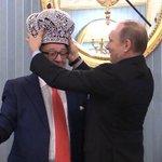 В Кремле прошла коронация. Приемником Путина стал Геннадий Хазанов — https://t.co/b4PxczzV7r