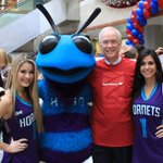 Happy #GivingTuesday! @HugoTheHornet & @thehoneybees w/ our friends @BankofAmerica to kick off a day of giving back https://t.co/9emDMDdBfn