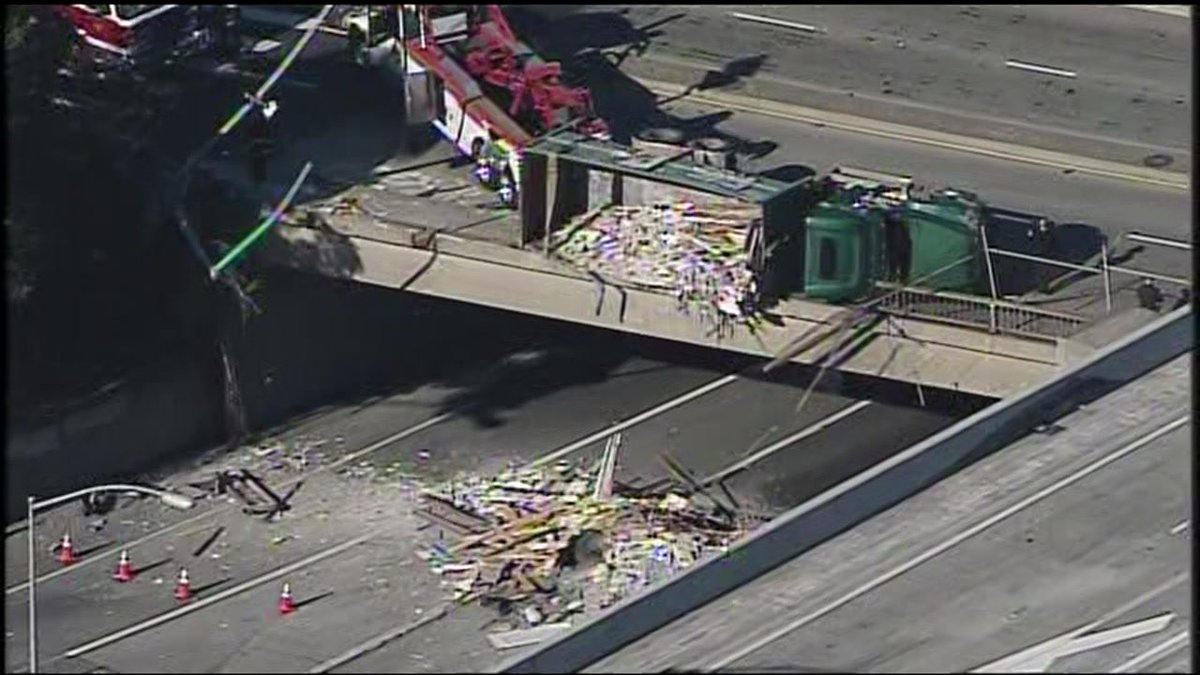 RT @abc7newsBayArea: UPDATE: Dump truck accident to block SB Hwy 101 in SF until 4pm; WATCH LIVE ABC7 News at 11: h…
