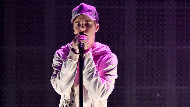 Big news #Beliebers! @justinbieber to perform intimate benefit concert in Toronto next week https://t.co/C8GHRgkjsK https://t.co/b5T6PNJwdh