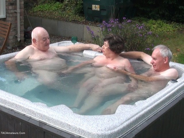 and outdoor hot tub 3some ra5Sd2q05d esJa2rOU5J