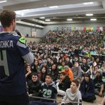 K @StevenHauschka joined the @WADairyCouncil for Fuel Up To Play 60 at McKnight Middle. ???? [https://t.co/YSKOydOw7G] https://t.co/b8hQC02Wrq