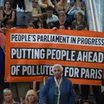 200 people staging sit-in climate change protest at Parliament House. (Pic: AAP) https://t.co/la6Fu8Uxzj #auspol https://t.co/oe2ysZb0eb