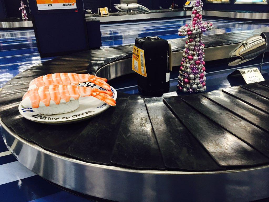 空港で手荷物受け取ってるけど、こんなの反則でしょ、笑うわwwwwww https://t.co/sIUHugjMvX