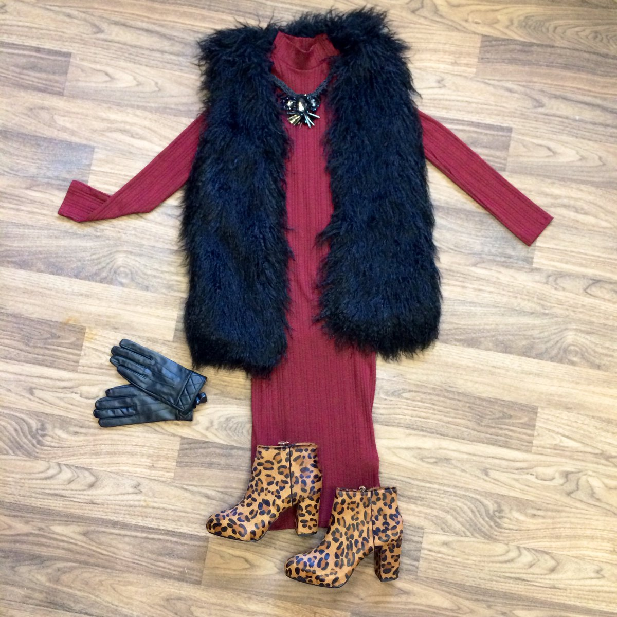 Today's outfit up for grabs! RT & follow @outfitfashionuk to #WIN #Outfit7Days #XmasOutfit https://t.co/qiRS9dybAl https://t.co/7T0t795oK8