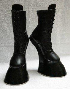 【オススメ記事】HORSEKINGによる、レザー製ポニーブーツや動物の足を模したアニマルブーツ https://t.co/W55QSM1hLB #フェティッシュ #ファッション #ブーツ #ポニーガール https://t.co/m1fIyqsWjt