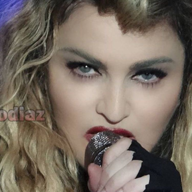 In The Middle of Heart Break City ????????. ❤️ #rebelhearttour https://t.co/79Un5sGUjq