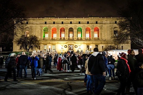 Noel Night is an open house to Detroit's cultural icons! Make your plans now! @DIADetroit https://t.co/tGEQ9lOnhR https://t.co/iSzQ78hT4L