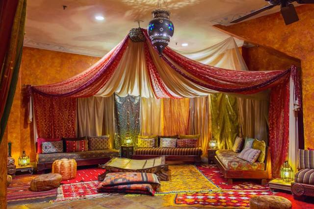 Hotel figueroa is selling its moroccan decor in massive for Moroccan style decor in your home