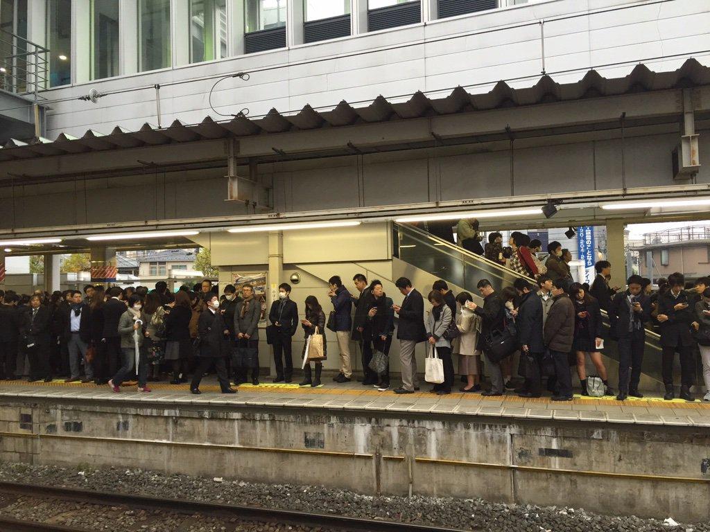【画像あり】 列車の遅れでトンキン大パニック!!駅は人で溢れかえる