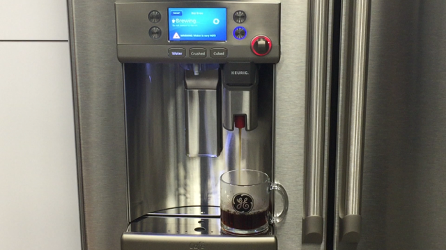 Can you see it? There's definitely steam on that glass! #coolfridgehotcoffee https://t.co/BjWpxbMbyw