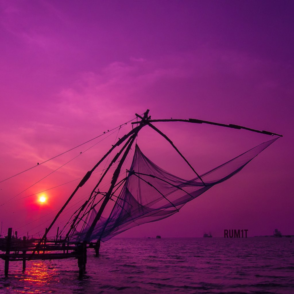 Wine pouring from the Sky! Breathtaking sunset at Fort Kochi. #MyKeralaBreak #travel @KeralaTourism :) https://t.co/wXtbIOOZns