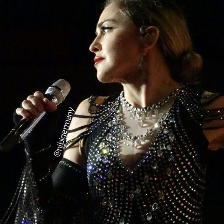 2nd night at O2 ‼️thank you London you were amazing! ???????????????????????????????????????? ❤️ #rebelhearttour https://t.co/Qo8g598zJF