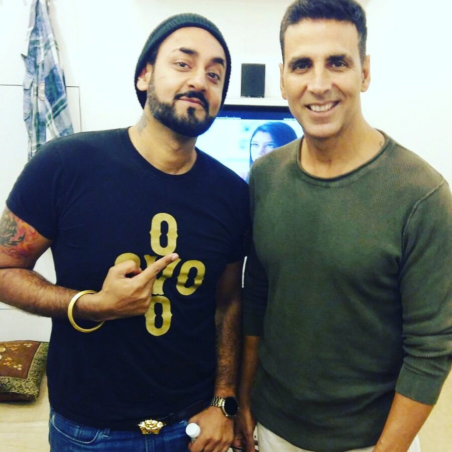 The man who never ages... @akshaykumar  paji looking amazing. Cant be in mumbai without chilling with paji. 1luv https://t.co/VtN9UVqB5X