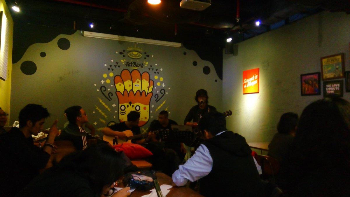 """Dan sekarang @RanggaPranendra nyanyi lagu """"Badai Veranda"""" ,special untuk @veJKT48 yg sdg pemulihan #ThankYouFatBack https://t.co/BgS6MHFcAt"""