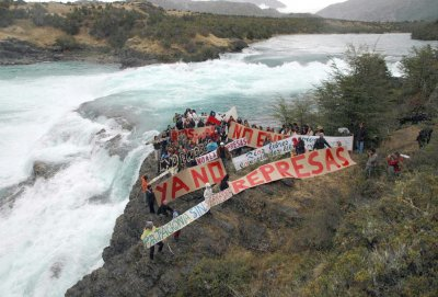 RT @intlrivers: 300+ orgs tell #COP21 leaders to KEEP LARGE DAMS OUT OF CLIMATE INITIATIVES! https://t.co/pEwiVMkfyA https://t.co/y8UJITrNNk