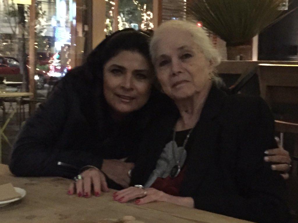 Y una más de #tíaLupita mamá de la queen con @victoriaruffo31 https://t.co/vj5AbmzPrk