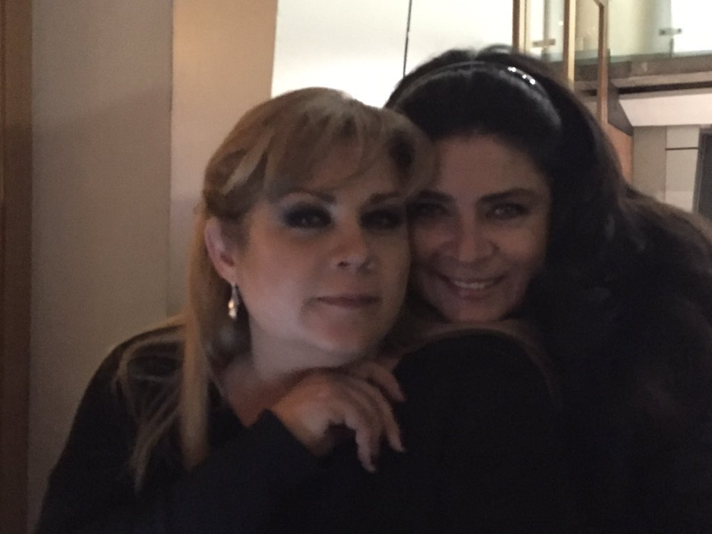 Una más de @braviela y @victoriaruffo31 la Queen https://t.co/TJ8p52zNhT
