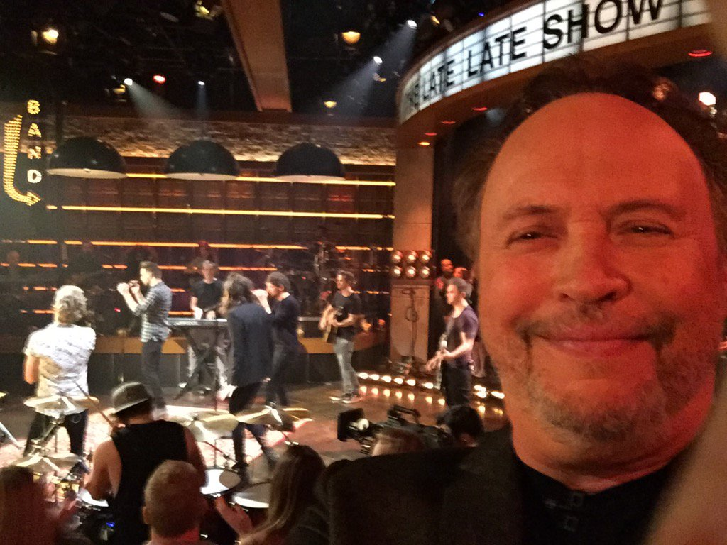 Tonight join me and 1 direction on @latelateshow https://t.co/Lhfjn6KPKv