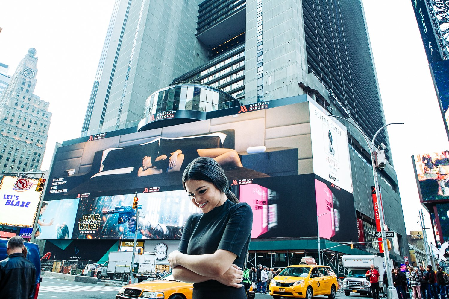 Casually seeing my face on the giant @beatsbydre billboard in Times Square… ahhhh!! #HandsToMyself vid coming soon! https://t.co/t2xkGhD6mV