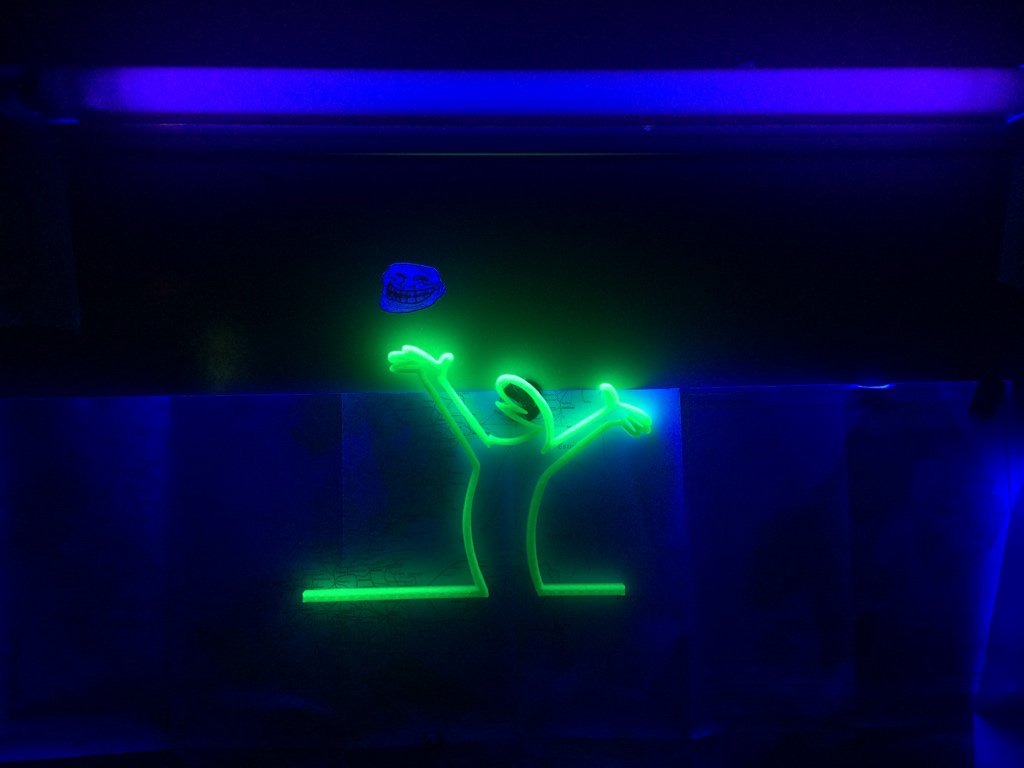 Neon lit, 3D printed, La Linea at the @MetalabVie https://t.co/i4nzmar9Hd