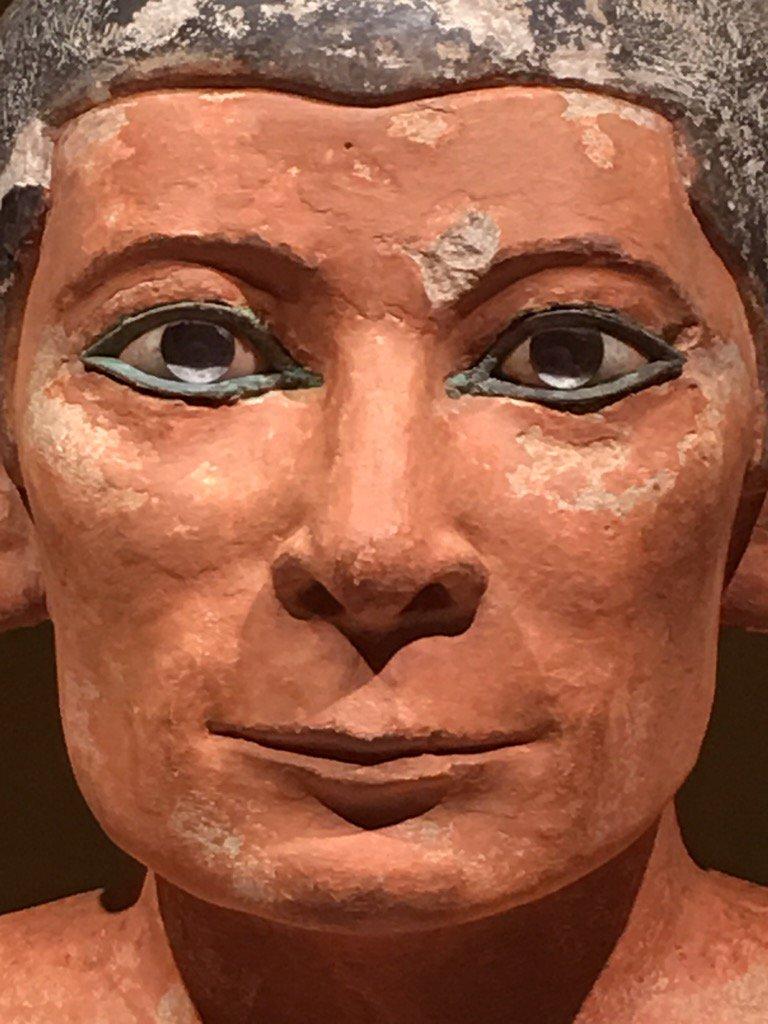 Les yeux de cristal de roche incrustés dans du cuivre du scribe accroupi du musée du #Louvre #Paris https://t.co/QqmxHU8SBl