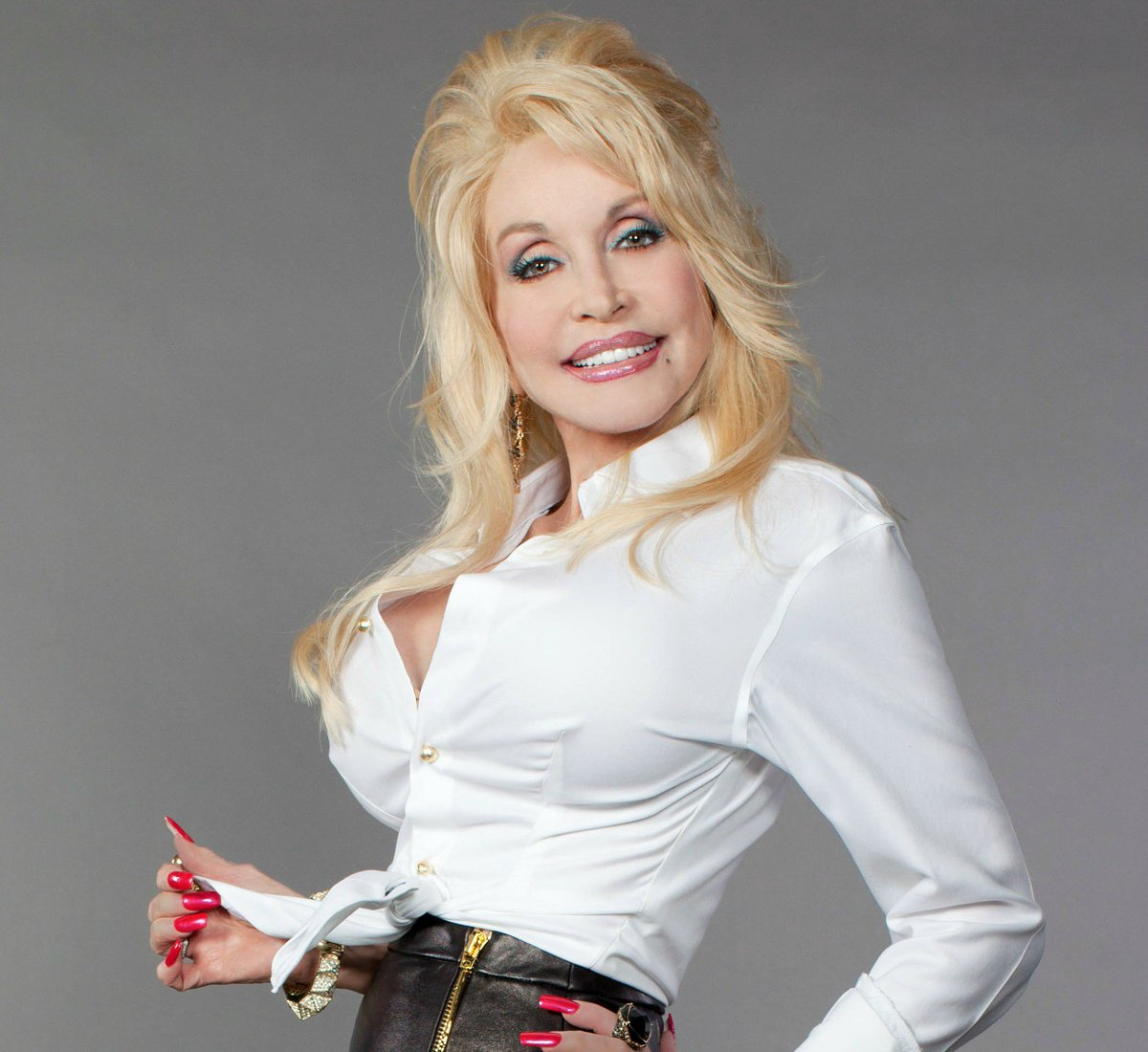 Pinch us! The legendary @DollyParton has her own music video channel on ZUUS! WATCH => https://t.co/TCqG787KqO https://t.co/GiFYPK7mgc