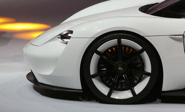 Porsche greenlights a $1.1 billion project to topple the @teslamotors Model S; not ... https://t.co/RfrUHwJKn0 #news https://t.co/oqz1PgSYwO