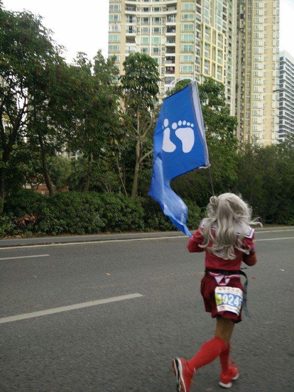 说是上海 #马拉松 这位女装子4 小时就跑完了, 这说明 真·男子汉 穿上 #女装 再去做事就可以战斗力爆表嘛, https://t.co/Au95dAWqrJ