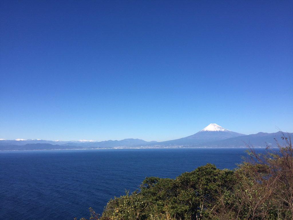 今日の富士山。駿河湾越しに。 #富士山ノ会 https://t.co/OlEXMGtVTE