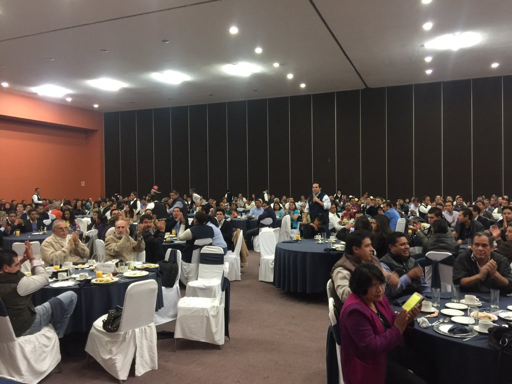 En discurso muy emotivo @EnriqueVargasdV participa #forodelasideas con @JorgeInzunzaA liderazgos y militancia #PAN https://t.co/c8dhT7EmmY