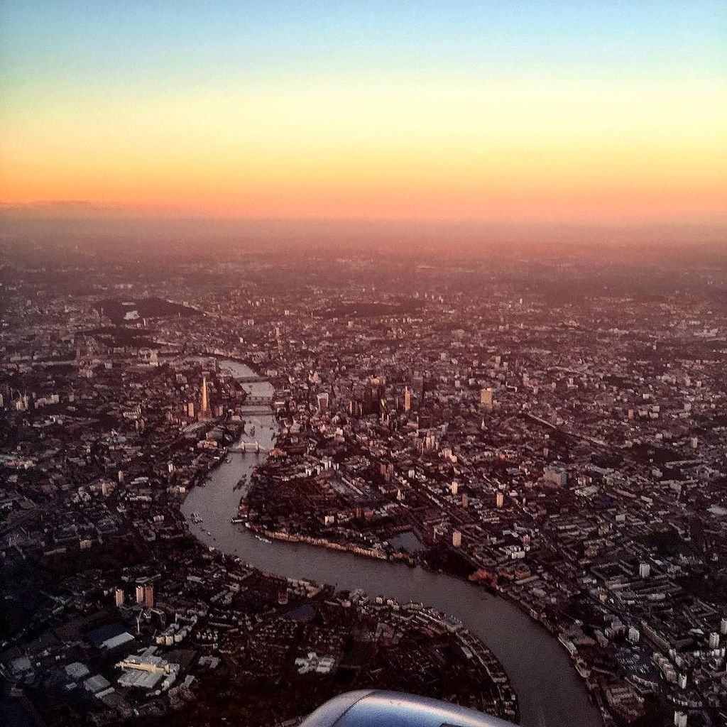 Yesterday's sunrise over London, with clear views of the Thames, Tower Bridge and the Shar… https://t.co/oStzwFrEVc https://t.co/OtgWhqPNhG