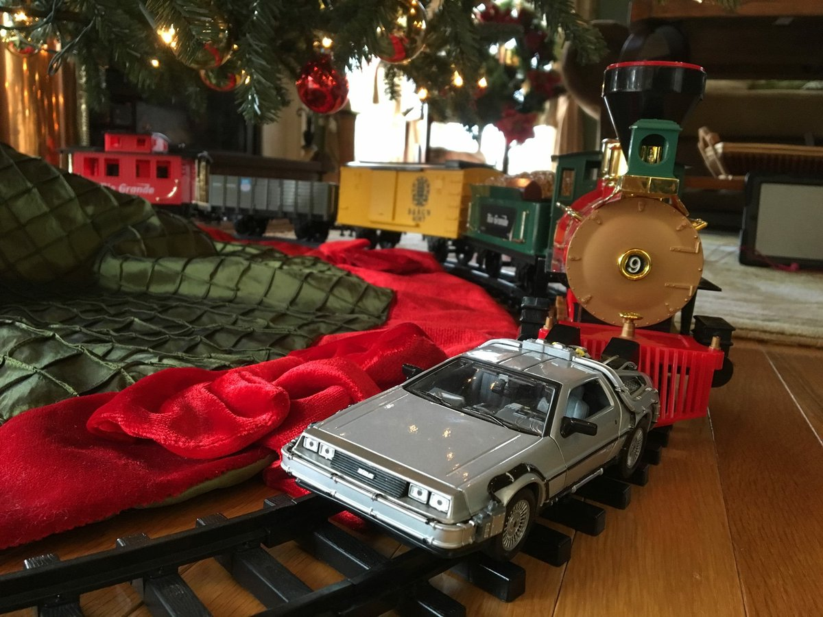 A friend of mine built a train set under his family's tree, and his kid made the best addition one could imagine: https://t.co/Ae6ObTFHKv