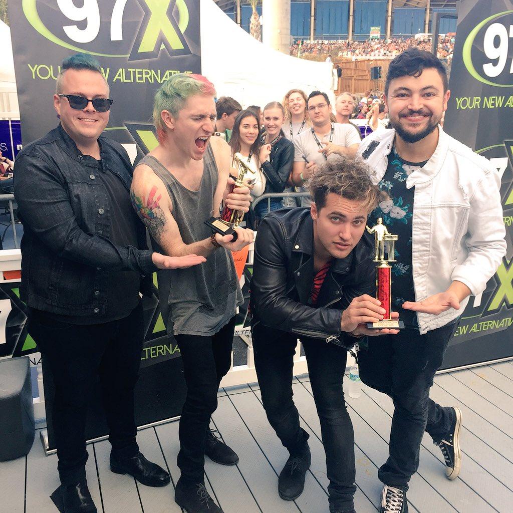 Winner of TWO #97XNBT awards: Album & Song of the year! @WALKTHEMOONband https://t.co/0y42kmE24s