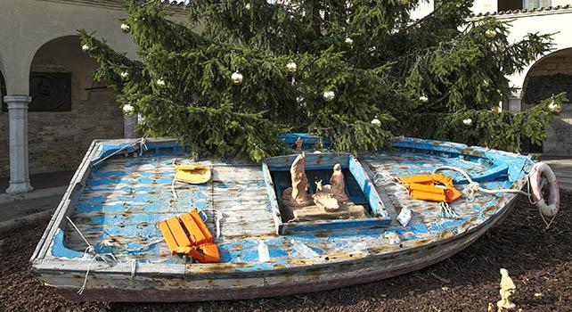 This year's nativity scene in Assisi is made from a refugee boat from Lampedusa: https://t.co/wE2eNtHF2g https://t.co/oZegrJEoOD