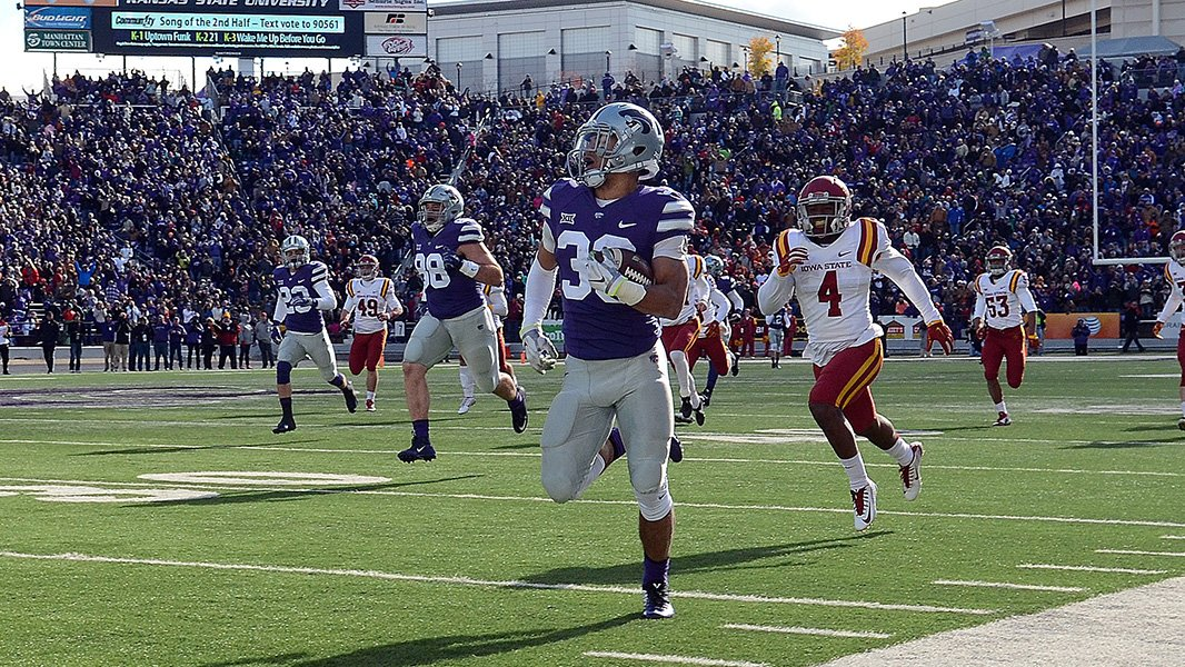THE BURNERS ARE ON!!! BURNS WITH A 97-YD TD RETURN! #KSTATEFB TAKES A 24-23 LEAD! https://t.co/8genwfC8lP