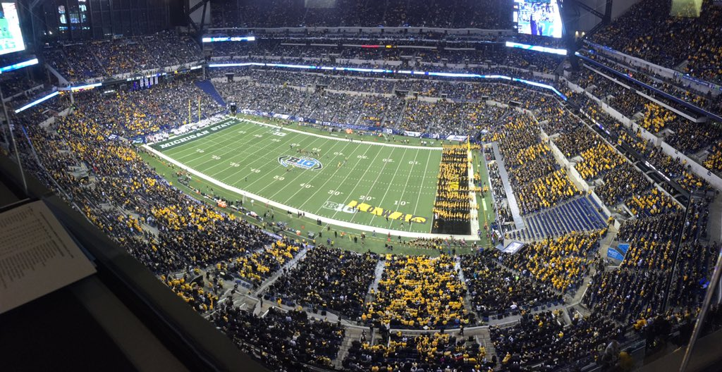 Inside of 15 minutes until game time. Iowa fans are actually striping a neutral field. Impressive. https://t.co/ISyqQF3dxT