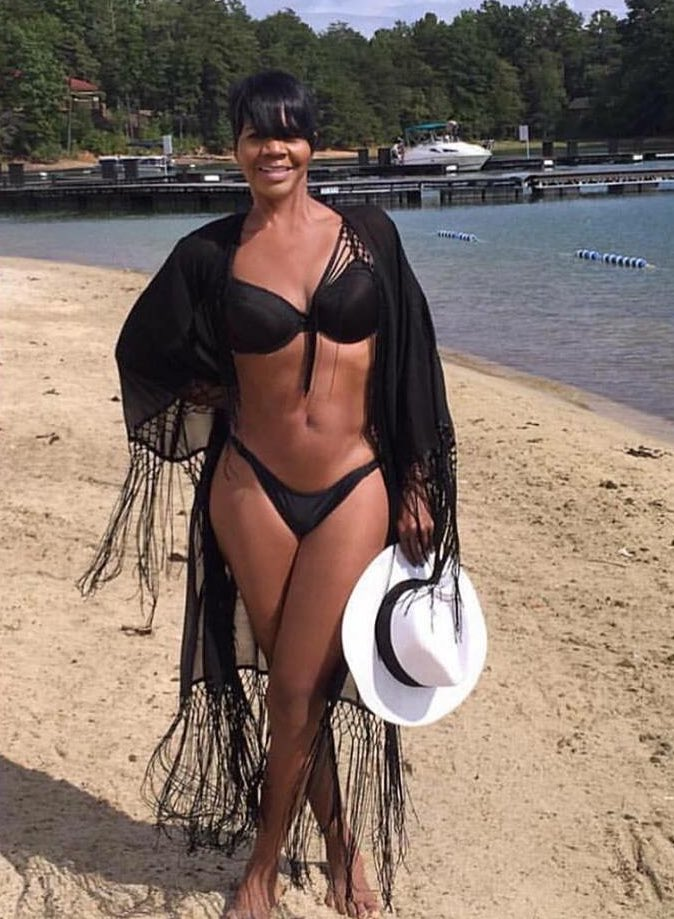 FELLAS: This Woman @vitaminellen is 62. In the words of @rolandsmartin she is #GrownAzzWoman Fine! Lawd Jeezus https://t.co/hIpoLD9YO2
