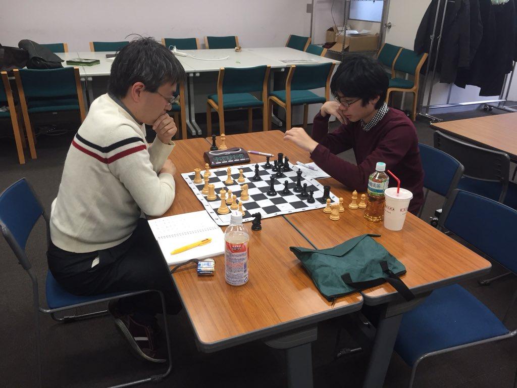 羽生さんと青嶋くんの対戦は、羽生さんが3回とも白で3連勝。今のところ、トップは私、羽生さん、馬場さんが2.5P で並んでいます。 https://t.co/1GHgK8YLkE