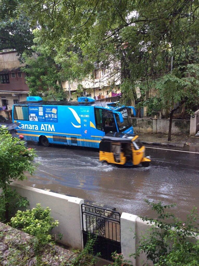 WoW! Mobile ATM from @CanarabankIndia KUDOS.  #ChennaiFloods #ChennaiRainsHelp Pic clicked by @sriramvasan https://t.co/1Jbo010XkG