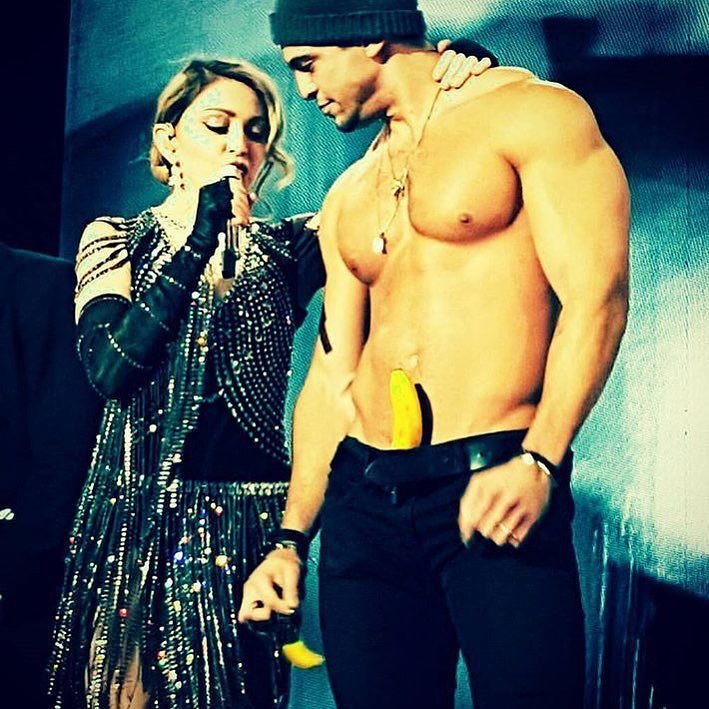 Tonight's Unapologetic Bitch was Unapolgetic???????????????? thank you Amsterdam????. ❤️ #rebelhearttour https://t.co/Iha5MtXYH1