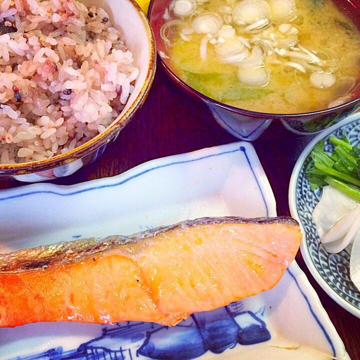 おはようございます!フォロー&リフォローありがとうございます!今朝は「鮭定食」です!脂ののった鮭が美味しい❤️今日も素敵な一日を!#followmejp #sougofollow #followdaibosyu https://t.co/vgW8J2ue6Q