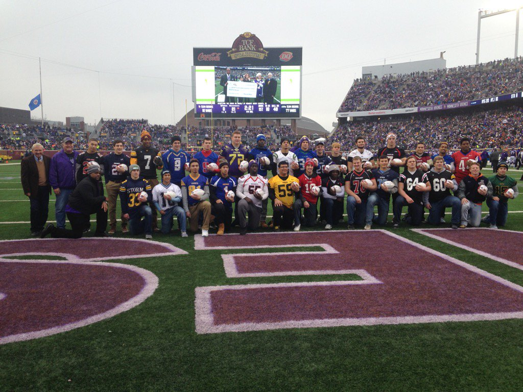 #Vikings All State HSFB Team introduced at halftime today of #MINvsSEA. @MSHSLjohn https://t.co/yvltgS3TX2