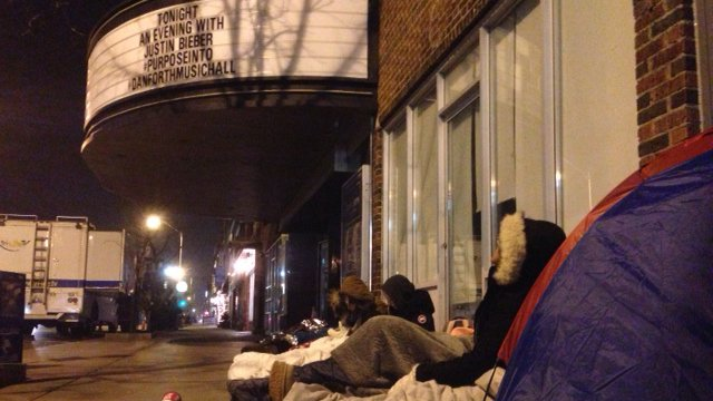 Fans already lined up for tonight's @justinbieber show at Danforth Music Hall https://t.co/J8vZ2rYauI #Toronto https://t.co/qZUFUaz9oW