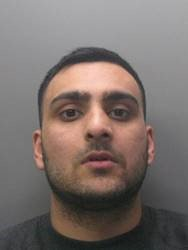 Man attacked with broken bottle in #Peterborough. We want to trace this man. More https://t.co/oGwJ3RtZ3M https://t.co/OAXfBZaysq
