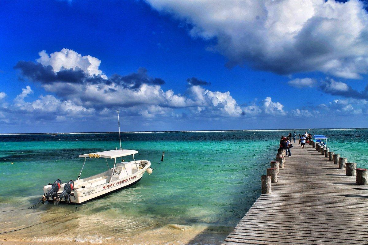 12.5 hours. 8,618 kilometres. Twice a week. To Cancún with Lufthansa: