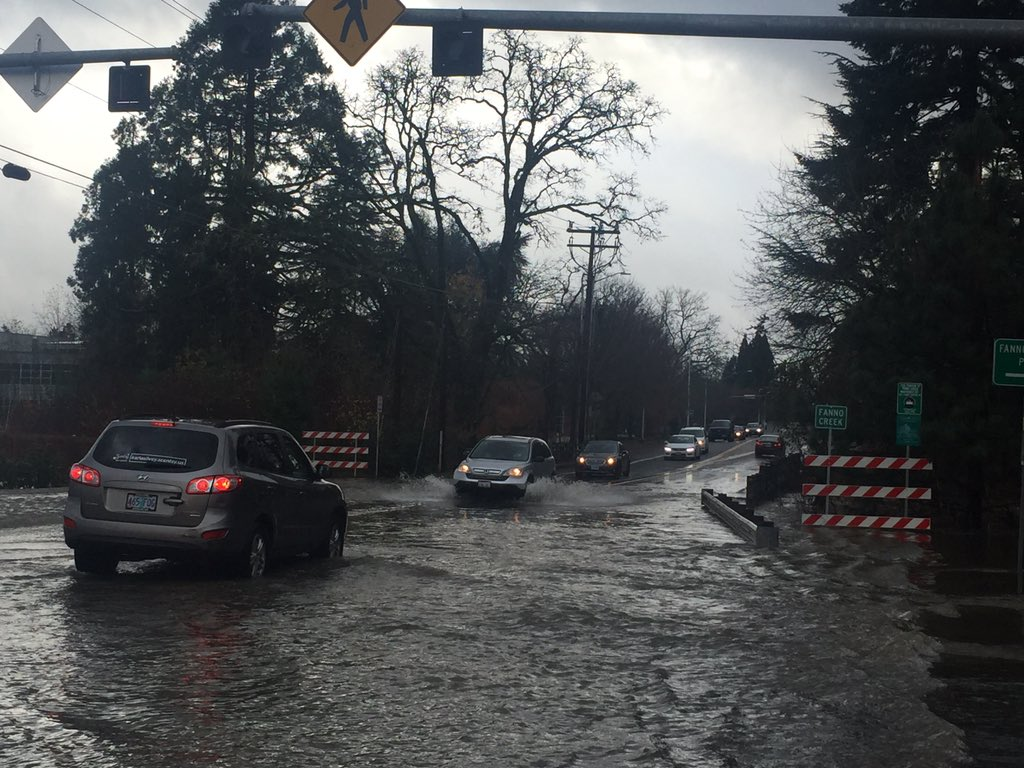Hall Blvd between Burnham and McDonald in Tigard to close due to Fanno Creek flooding https://t.co/0b2SxjBPrj