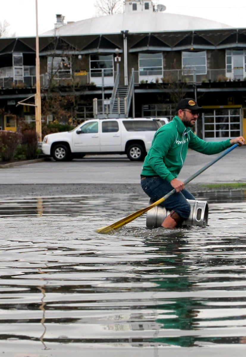 How our brewers deal with flooding #lakeportland #pdxweather #portlandflooding https://t.co/6J1dK9LV45