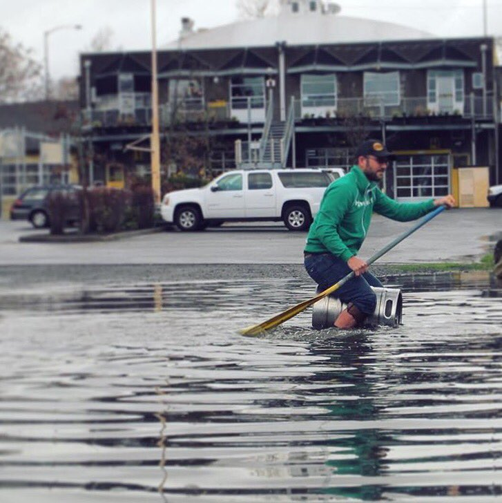 Now that's how you get around in the rain! @HopworksBeer wins the day today in #PDX with their Keg Canoe. #PDXNOW https://t.co/QDlHl6dxEg